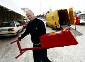 Görgen Byström hoppas att många kommer att använda de julpostlådor som han ställde ut i går.