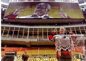 Inspirerade. Nelson Mandela väckte beundran och entusiasm runt om i världen. Här talade han i Toronto, Kanada.