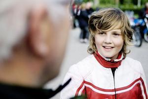 Yngst i gänget var Anton Månsson. Det dröjer fem år innan han själv kan få köra en lätt MC till högmässa.