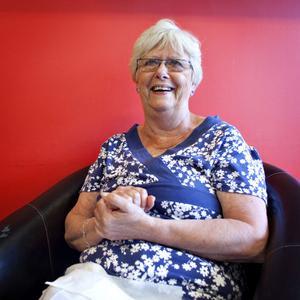 Nina Beiron, 72 år, pensionär, Stockholm– Det var ju så gräsligt, det är klart man reagerar och blir berörd. Det där är ju sådant som bara händer i Amerika, jag minns att jag inte kunde förstå att det har kommit hit. Ibland känns det som att världen håller på att gå under. Jag försöker nog hålla distans till det, jag skulle inte orka gå runt och vara rädd för att något ska hända här. Jag tänker att