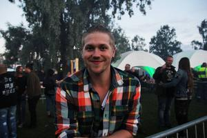 Kristofer Olsson från Bollnäs hade det trevligt framför lilla scenen.
