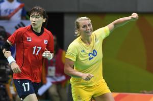 Isabelle Gulldén jublar under matchen mellan Sydkorea och Sverige.