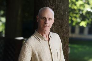 Magnus Florin är författare, kulturskribent och chefdramaturg vid Dramaten. Han har nominerats till Augustpriset tre gånger, senast för Ränderna (2010).  Foto: Stefan Tell