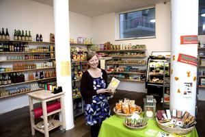 Tror på ekologiskt. Anette Nilsson vill erbjuda prisvärda ekologiska alternativ i sin lilla närbutik på hygienartiklar och livsmedel.