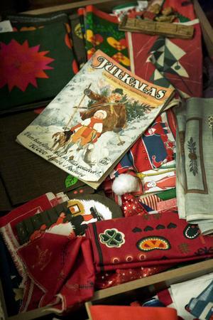 Cen Risén föredrag tryckta juldukar, och har även samling jultidningar.