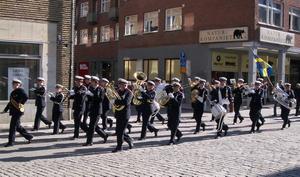 Flygvapnets Hemvärnsmusikkår kommer i midsommar att paradera i Stockholm.