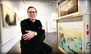 Samuel Sander på plats i Härnösands konsthall.