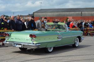Ulf Finnström visade upp sin vackert lackerade Pontiac.