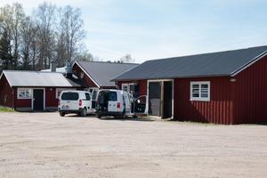 Hantverkarna får fullt upp med att bygga om de nya lokalerna på Ystegårn.