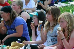 Det var svalkande med glass när det hölls stor avslutningsfest för sommardagkollot på torsdagen.