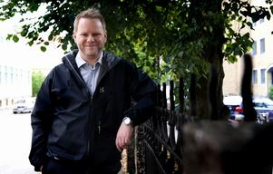 Ensam man - i kvinnostyrelsen. Fredrik Adolphson från Falun är ensam man i Folkpartiets kvinnoförbunds styrelse.