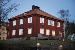 Familjerådgivningarna ligger gärna lite avsides, inte i närheten av andra kommunala verksamheter. I Örnsköldsvik ligger verksamheten i ett centralt beläget bostadsområde.