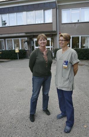 Enhetschef Margareta Persson och Lena Burman som arbetar som ledningsansvarig sjuksköterska i huset tycker att man har ett helt annat synsätt på omvårdnaden i dag än tidigare.