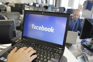 Facebook har fyllt tvåsiffrigt och har över en miljard användare.