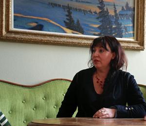 Musikskolans chef Catharina Eliasson tvingas till nedskärningar - om inte politikerna kompenserar skolan för uteblivna avgiftshöjningar.