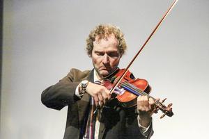 Semmy inledde konserten med ett stycka av Johan Sebastian Bach.