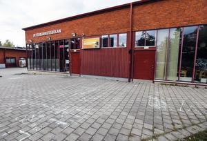 Pettersbergs fritidsgård morgonen efter knivbråket som slutade med två allvarligt skadade ungdomar.