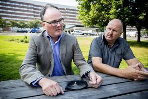 Landstinget står inför mandatperiodens viktigaste politiska beslut, enligt Moderaterna. Oppositionsrådet Per Wahlberg och gruppledaren Stig Grip föreslår att ett sjukhus läggs ut på entreprenad, gärna sjukhuset här i Sundsvall.