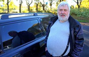 Per Olof Johansson har väntat på att tankstationen ska öppna.