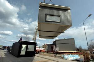 De nya husen, ritade av Kilaforsbördige arkitekten Anders Ekström, håller just nu på att sättas på plats.