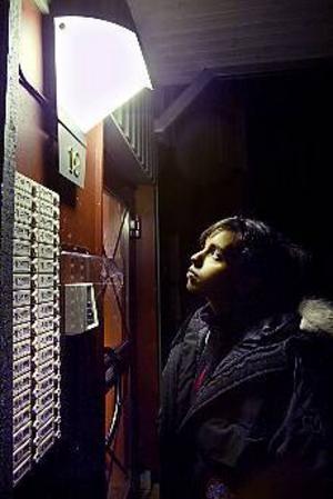 Studenten Diana Hillberg tappar sina 860 köpoäng hos Gavlegårdarna när hon flyttar in i en studentkorridor på högskolans campusområde. - Men jag tycker inte att ett studentrum ska räknas som ett vanligt boende eftersom man inte kan bo kvar när man inte längre är student, säger hon. Foto: LEIF JÄDERBERG