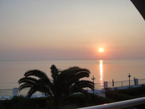 UNDERBAR morgonsol kl.7.00 .Joniska havet SÅ stilla .