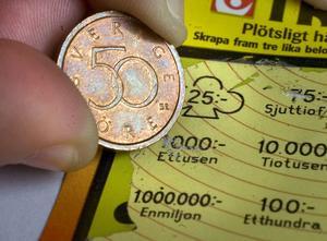 Myntet passar utmärkt till att skrapa lotter med.