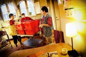 Matleveranserna från Bodsjö diversehandel tas omhand av personalen på Bostugan.