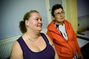 Maria Karnberger, 36 och Marie-Louise Bergman, 56 kom för att testa zumban för den häftiga rytmens skull. Foto:Mikael Hellsten
