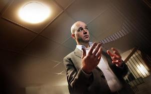 – Tiden är förbi då större partier kan räkna med små partier som röstboskap, sade Fredrik Reinfeldt under en presskonferens i samband med besöket hos Borlängepolisen. Foto: Staffan Björklund