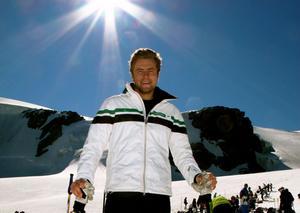 Hans Olsson, tävlingschef för Åre-VM och tidigare landslagsåkare i bland annat störtlopp. Här står han i Zermatt, för första gången på skidor sedan den hemska kraschen i Europacupfinalen i italienska La Thuile 2012. Foto: Maria Pietilä Holmner