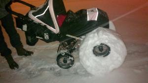 En trevlig kväll, som slutade med att vagnen fick snödäck. På detta sett rullade vi hem, dom 500 meter vi hade kvar.