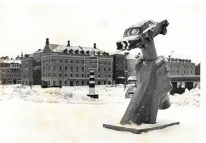Tors Hammare - Bengt Lindströms skulptur som stod en tid i Sundsvall innan den flyttade till Östersund.