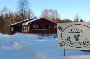 Stängt. Sedan i november har Lilla Pensionatet i Lindesnäs varit stängt sedan kommunens miljö- och hälsoinspektör och nu även länsstyrelsen ansett att pensionatet inte uppfyller kraven för livsmedelshantering.