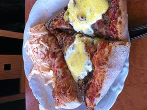 Goda pizzor och flera sorter att välja på.