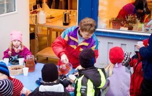 Efter den officiella invigningen blev det saftkalas för alla barn.Foto: Sandra Högman