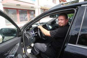 Anders Pettersson är den yngste och senast anslutne taxiägaren till Nordanstigs Taxi.