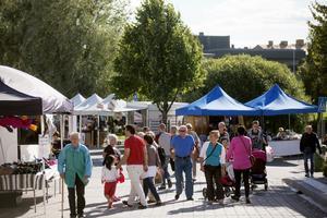 Under torsdagen startade årets citymarknad med ett 50-tal försäljningsstånd.