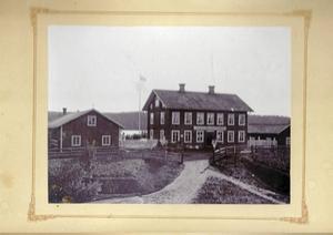 Bild av hur Gamla Lanthandeln såg ut i slutet av 1800-talet.