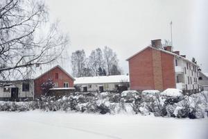 Snickarvägen 16-20, Brevens bruk, ligger till höger direkt när man kör in i breven från Kilsmo.