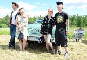 Hela familjen från Kopparberg. Och En Bel air-58. Göran Henriksson, Carina Henriksson, Sara Henriksson och Viktor Andersson.