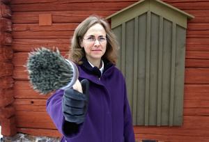 Pernilla Wigren, vd på Falu rödfärg, berättar att råvaran beräknas räcka i ungefär 80 år till. Foto: Esbjörn Johansson/Arkiv