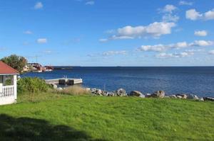 Dyr utsikt. Det nya parhuset ligger på strandtomt och ska förses med altan med utsikt över havet.