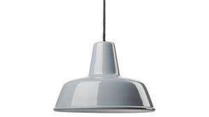 Den emaljerade lampan kommer från Byggfabriken.