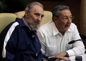 Adiós Fidel. Raúl Castro (till höger) tar nu på allvar över styret på Kuba, sedan storebror Fidel meddelat att han lämnar politiken för gott. foto: scanpix