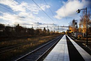 Plattformen i Brunflo är höjd för att underlätta påstigandet och avstigandet. Den är även utrustad med ledslingor.