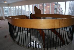 Trappen ska rivas och hålet byggas igen för att få större utrymme för gymmaskinerna.
