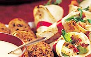 Mumsiga wraps med kyckling, bacon, äpple och curry är jättegoda att bjuda på den stora festen.