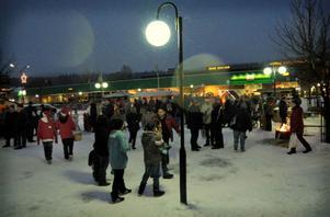 Folkligt, festligt och fantastiskt trevligt på Ånges julskyltning.