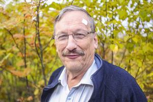 Lars-Olof Eliasson företräder Hörselskadades lokalförening, en av de föreningar är kritiska mot hälsocentralen i Sveg.